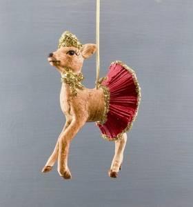 Bilde av Lady Deer med rødt skjørt